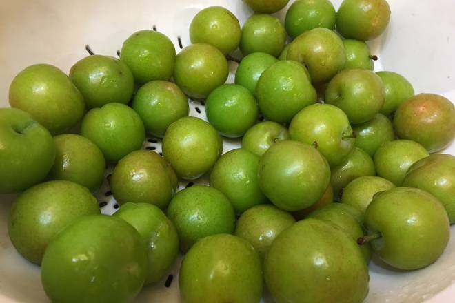 Home Cooking Recipe: Plums are cleaned and spared. Remember to remove the plums from the plums, which will affect the taste! When choosing a plum, you should choose a hard green plum, which is soft and alive, and the mature plum is not suitable for development.