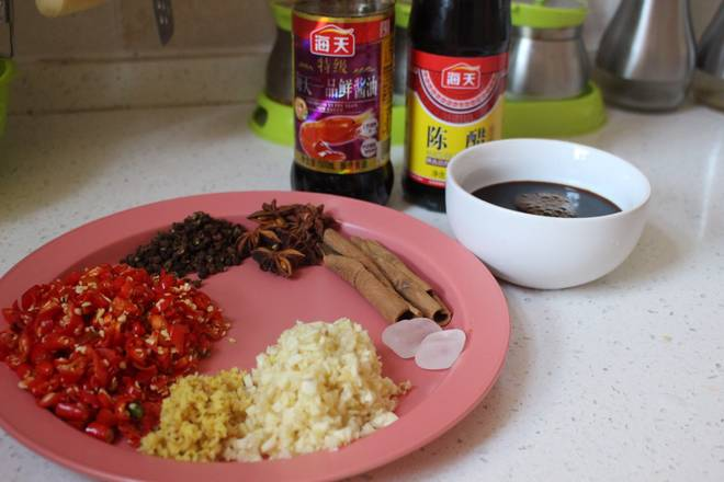 Home Cooking Recipe: Prepare a fresh soy sauce 200ml (this soy sauce is essential, the amount is not too small) If you like vinegar, if you like acid, put more, I am about 30ml, just right.