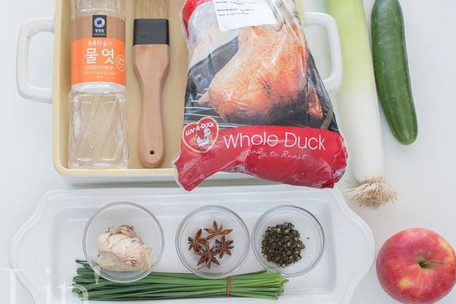 Home Cooking Recipe: Prepare all the materials and thaw the whole duck