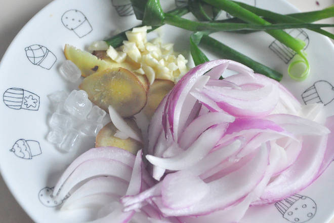 Home Cooking Recipe: Prepare onion ginger garlic and onions.