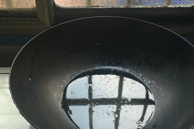 Home Cooking Recipe: Put a little oil in the pot