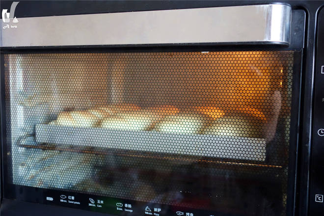 Home Cooking Recipe: Put in the preheated oven, the upper and lower tubes are baked at 180 degrees for 18 minutes.