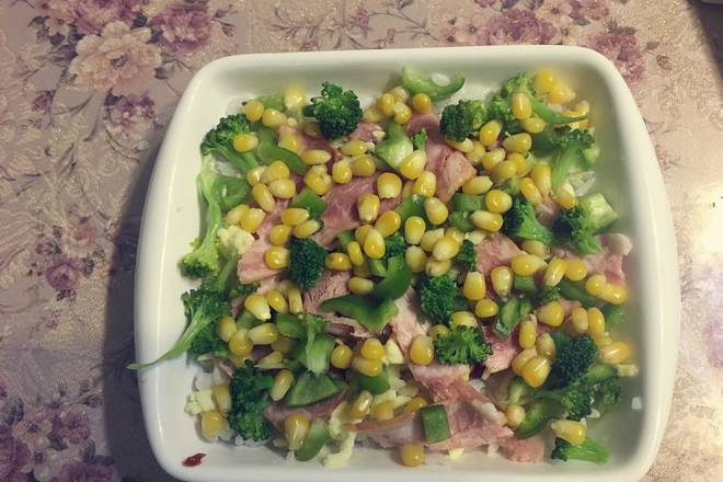 Home Cooking Recipe: Put on cooked broccoli, corn kernels, and green peppers (these are also fried)