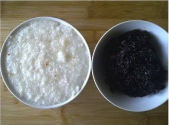 Home Cooking Recipe: Put the glutinous rice into the rice cooker and add the right amount of water to cook.