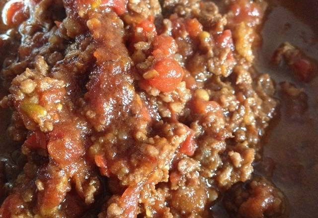 Home Cooking Recipe: Put the hot oil into the beef and stir fry for one minute. Add the savory minced garlic and the sautéed garlic, then add the tomato and stir fry. Then add the minced beef and stir-fry. Turn off the small fire and let the beef stew in tomato juice for two minutes to let it taste. Finally, you can start the pot!