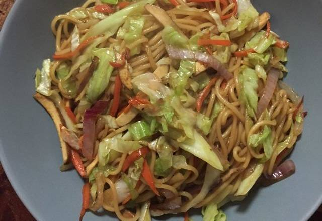 Home Cooking Recipe: Put the noodles in the pan and boil until they are cooked. Remove the cold water and remove it for later use.