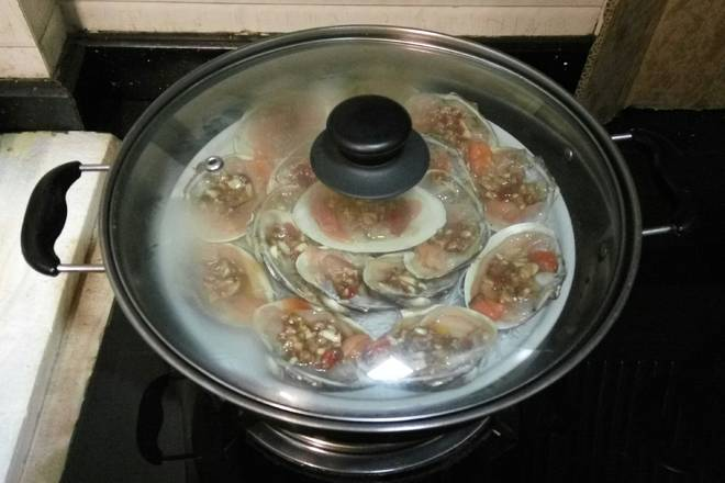 Home Cooking Recipe: Put the water into the pot and cover the lid for 8 minutes.