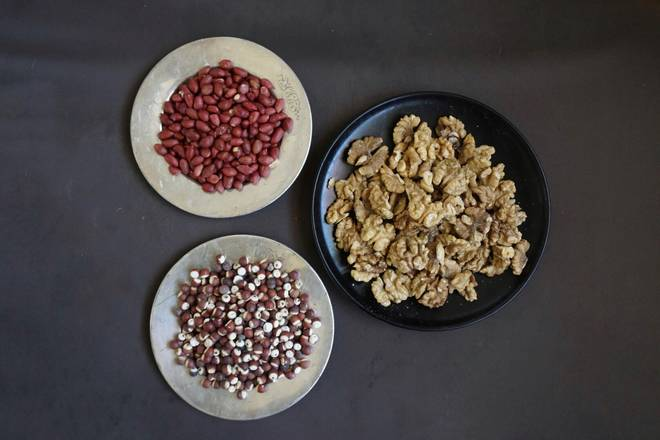 Home Cooking Recipe: Red skin peanuts. Walnuts. 芡 ... several.. can go to buy ready-made low-temperature baking cooked! Don't learn me.. The material is cooked by yourself! -_-#