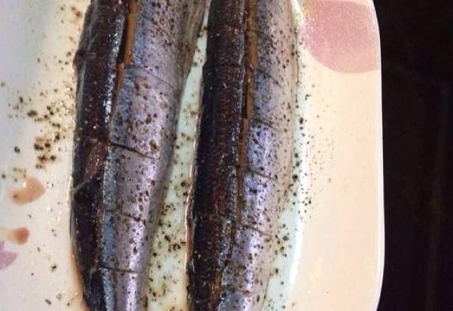 Home Cooking Recipe: Saury removes the internal organs and washes the cut image. This is a vertical cut and then the horizontal cut is very beautiful.