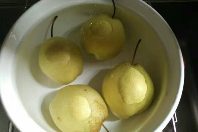 Home Cooking Recipe: Soak for 5 minutes (avoid dirt on the pear when peeling)