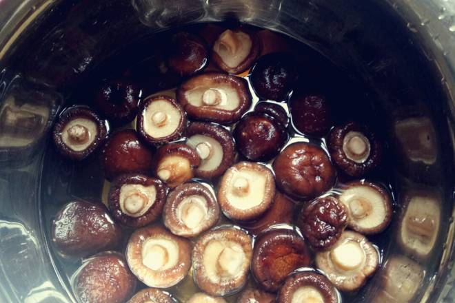 Home Cooking Recipe: Soak the mushrooms for two hours