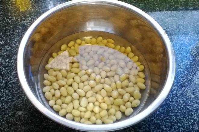 Home Cooking Recipe: Soak the soybeans in advance, otherwise it is not easy to burn. I usually use it at noon the next day, and when I sleep at night, I soak the beans.