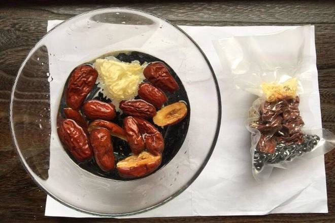 Home Cooking Recipe: Soak the white fungus and red dates