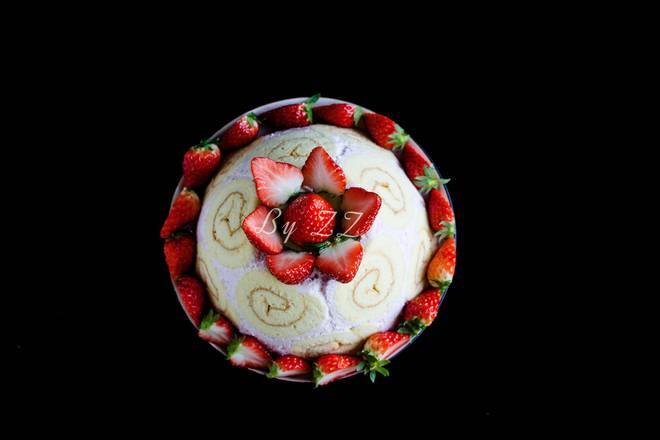 Home Cooking Recipe: Squeeze the cream and put on the strawberry for the surface decoration