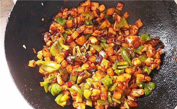 Home Cooking Recipe: Stir fry until mixed. Try it first, salty, not the right amount of sugar. If it is salty, spread a little sugar and stir well. Then turn off the fire.