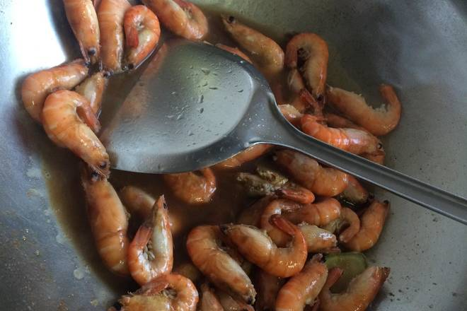 Home Cooking Recipe: Stir fry until the shrimp turns red