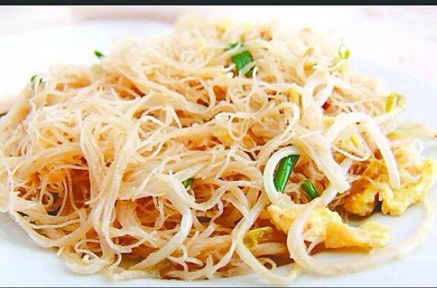 Home Cooking Recipe: Stir the onion sprouts with rice noodles.