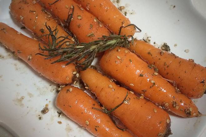 Home Cooking Recipe: Stir the seasonings and bake the carrots