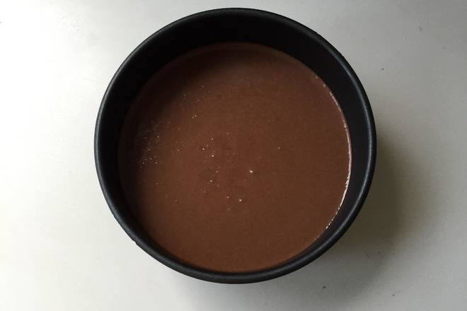 Home Cooking Recipe: Stir the whipped cream three times and mix the chocolate paste. Pour the chocolate mousse paste into the mold and mold it into the refrigerator.