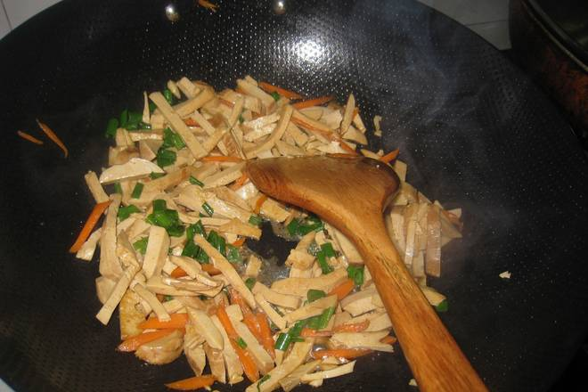 Home Cooking Recipe: Stir well, and finally place the chopped green onion before the pot!