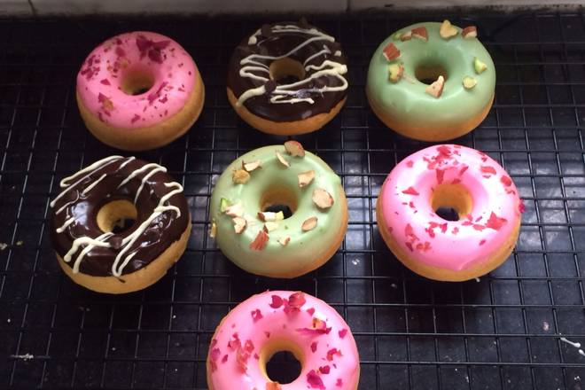 Home Cooking Recipe: Take a look at the front of the doughnut and decorate it with your favorite