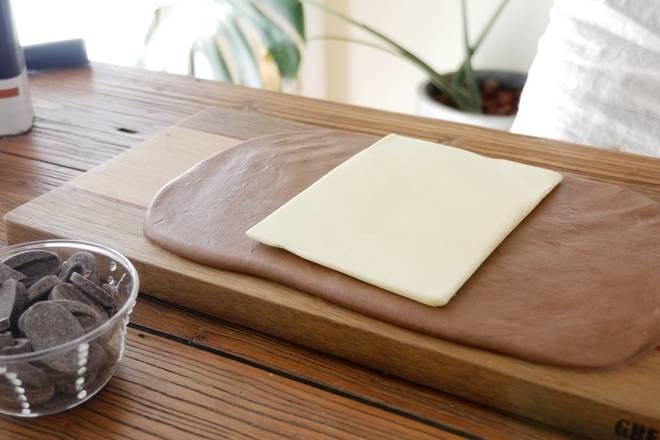 Home Cooking Recipe: Take out the dough and wrap the butter dough into twice as much butter.