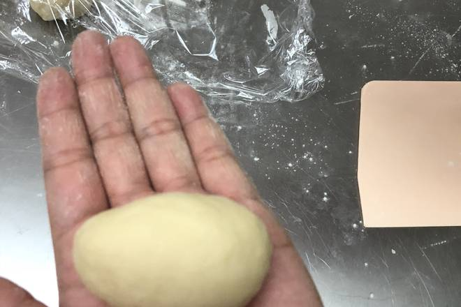 Home Cooking Recipe: Take the dough into an oval shape
