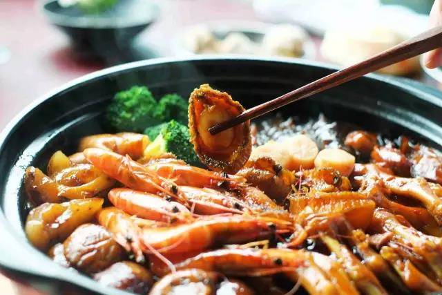 Home Cooking Recipe: The atmosphere of sitting around a table, the incarnation of the happy new year, is this blessing to the pot. Catch an abalone for you to eat ~