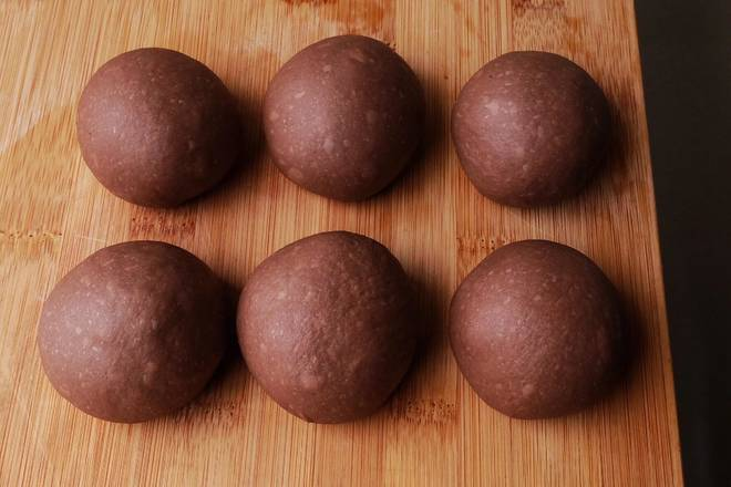 Home Cooking Recipe: The average is divided into 6 parts of spheronization (if you want a large number of pecans can be divided into 5 parts) cover the plastic wrap for about 15 minutes