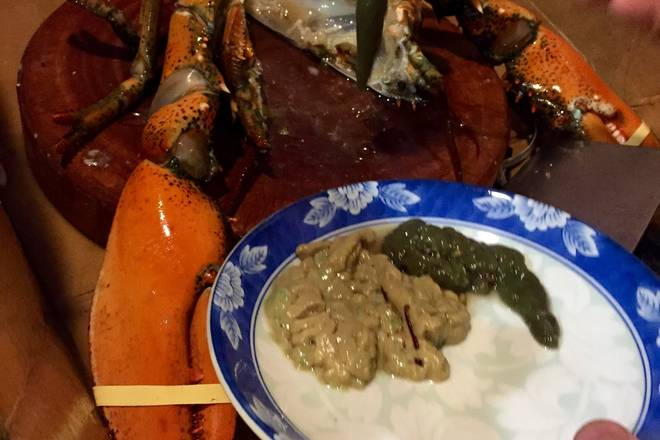 Home Cooking Recipe: The brain inside the lobster head can be served in a plate and can be stewed.