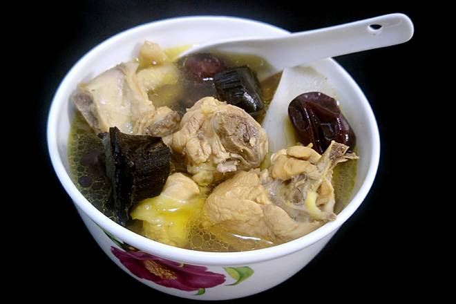Home Cooking Recipe: The delicious Ganoderma lucidum chicken soup is coming.