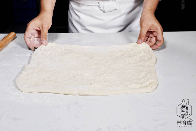 Home Cooking Recipe: The dough is about 40 cm long and 35 cm wide.