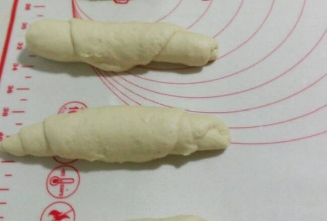 Home Cooking Recipe: The dough is made twice as large, divided into four equal parts, and rolled up with a noodles, as shown in the figure.