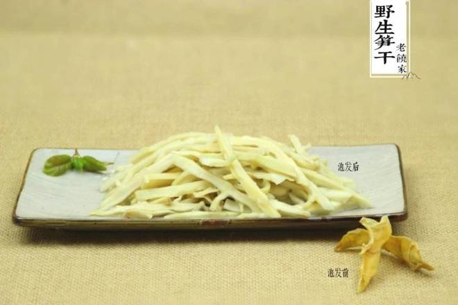 Home Cooking Recipe: The dried bamboo shoots must remember to make a good hair. This kind of bamboo shoots is delicious. When it is dry, it is very thin. After soaking it, it is more than three times it!