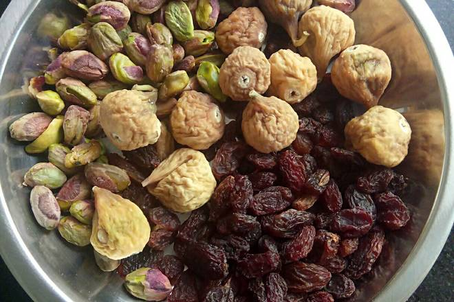 Home Cooking Recipe: The dried fruit is good for spare, the figs I bought are too uniform, big and small to look good.