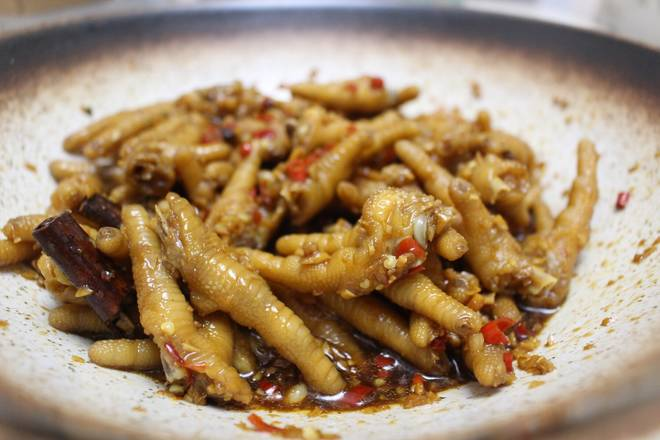 Home Cooking Recipe: The longer the time, the more delicious the chicken feet, and the taste will not disappoint you after you have spent the night.