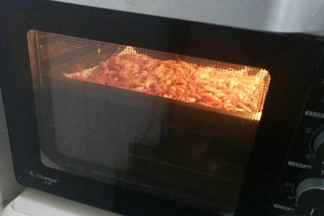 Home Cooking Recipe: The middle layer of the oven is baked at 165 degrees for 20 minutes.