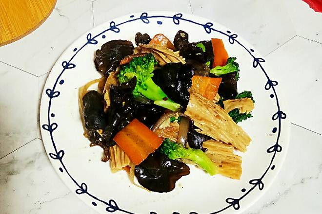 Home Cooking Recipe: The operation is simple, light and nutritious. The color matching is also very beautiful. The girl who wants to lose weight chooses this dish without controlling the diet and keeping the body. It can also satisfy the taste buds.