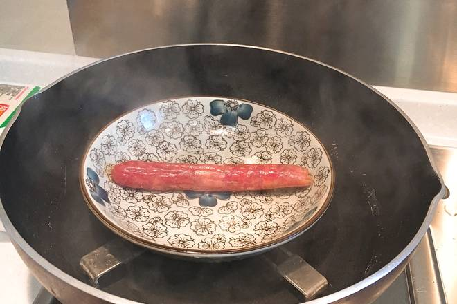 Home Cooking Recipe: The sausage in the refrigerator is steamed for 10 minutes.