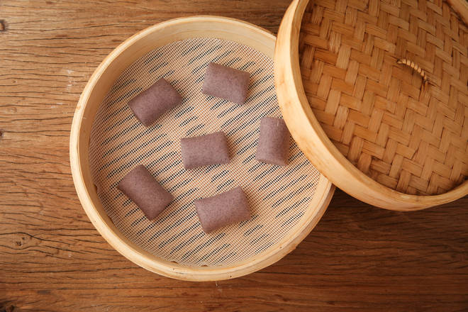 Home Cooking Recipe: The steamed bread is placed in the steamer, and the arrangement is slightly spaced.