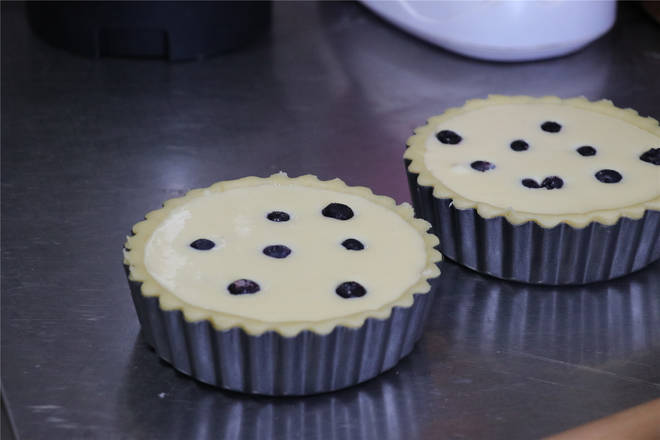 Home Cooking Recipe: The surface is decorated with a proper amount of blueberries.