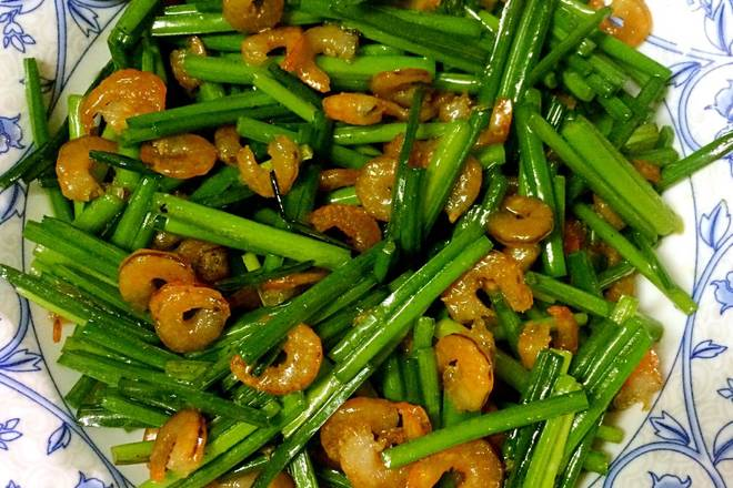 Home Cooking Recipe: The sweet and refreshing leek is fried with shrimp.