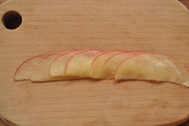Home Cooking Recipe: Then put the apple slices in a stack as neatly as you can on the map.