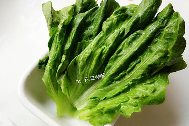 Home Cooking Recipe: Then wash the lettuce quickly