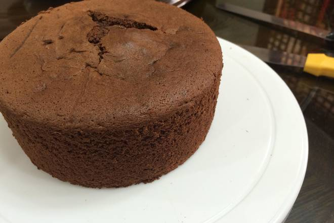Home Cooking Recipe: Time flies very quickly, 1 hour, the cake is baked, taken out, inverted, blown, and demoulded. (Because of adding chocolate, the cake is firmer than the hurricane, the taste is more intense, like)