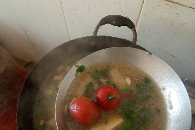 Home Cooking Recipe: Wait for the water in the pot to open. Put it into the hawthorn and give it a small tasting taste. The taste is light and salt. Then change the small fire and simmer for 10 minutes. Turn off the fire and put in the parsley. Cover the lid and wait for five minutes.