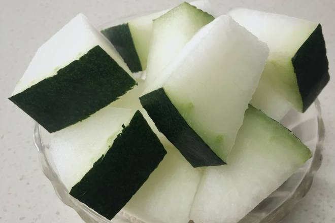 Home Cooking Recipe: Wash melon and cut small pieces (can be peeled or not)