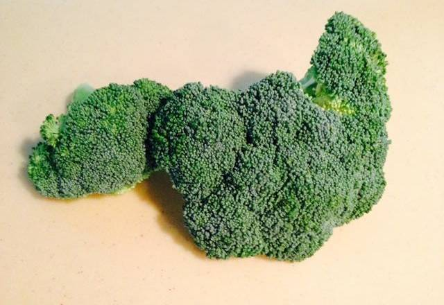 Home Cooking Recipe: Wash the broccoli and wash it with boiling water.