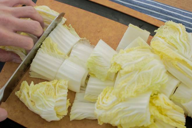 Home Cooking Recipe: Wash the cabbage and cut into small pieces.
