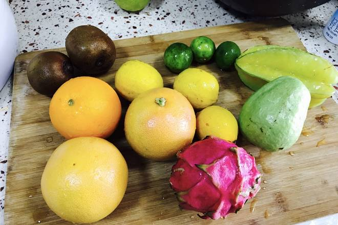 Home Cooking Recipe: Wash the fruit, cut the thin slices